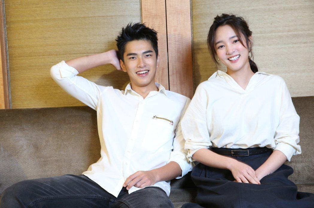 「返校」主演王淨(右)、曾敬驊(左)。記者徐兆玄/攝影