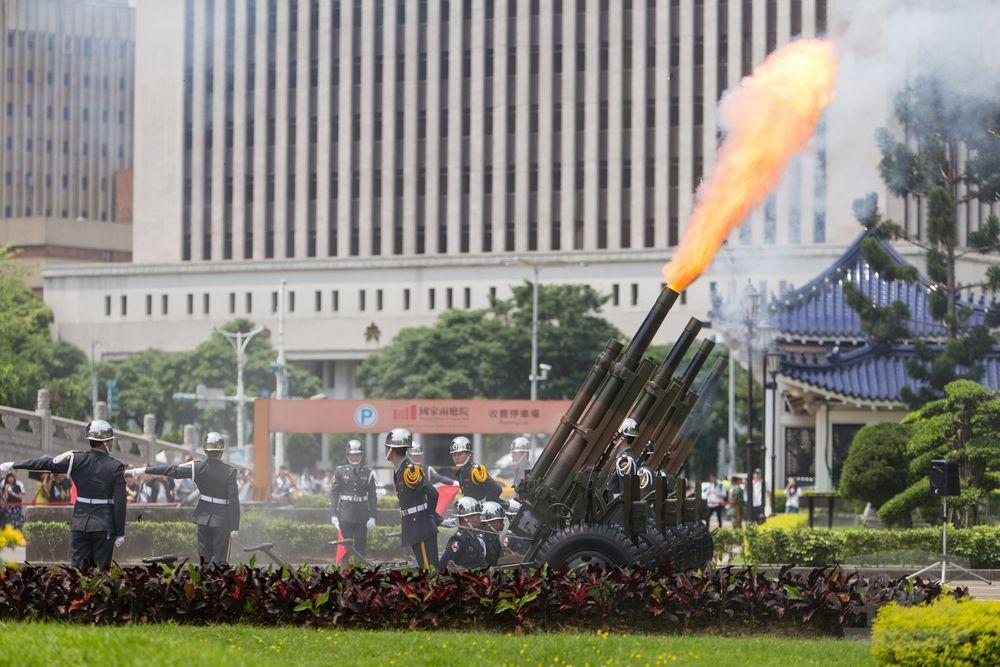 陸軍禮砲連使用的M101榴砲。圖/軍聞社