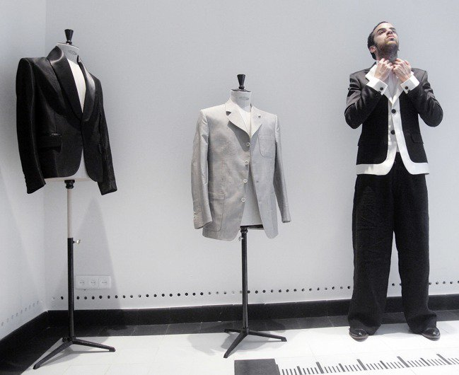 吃喜酒怎麼穿,能在不喧賓奪主的前提下秀出品味,西裝外套是重點。 美聯社
