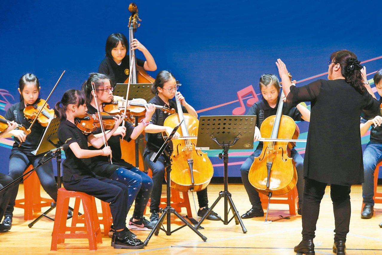 台北市古亭國小以精采的表演畫開序幕。 記者徐兆玄/攝影