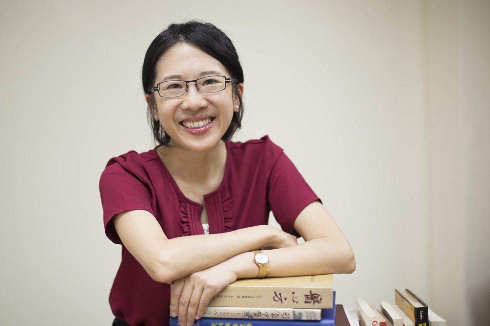 陳韻如在臺大歷史系取得學士與碩士之後,赴英國牛津大學攻讀東方研究的博士。在歷史研...