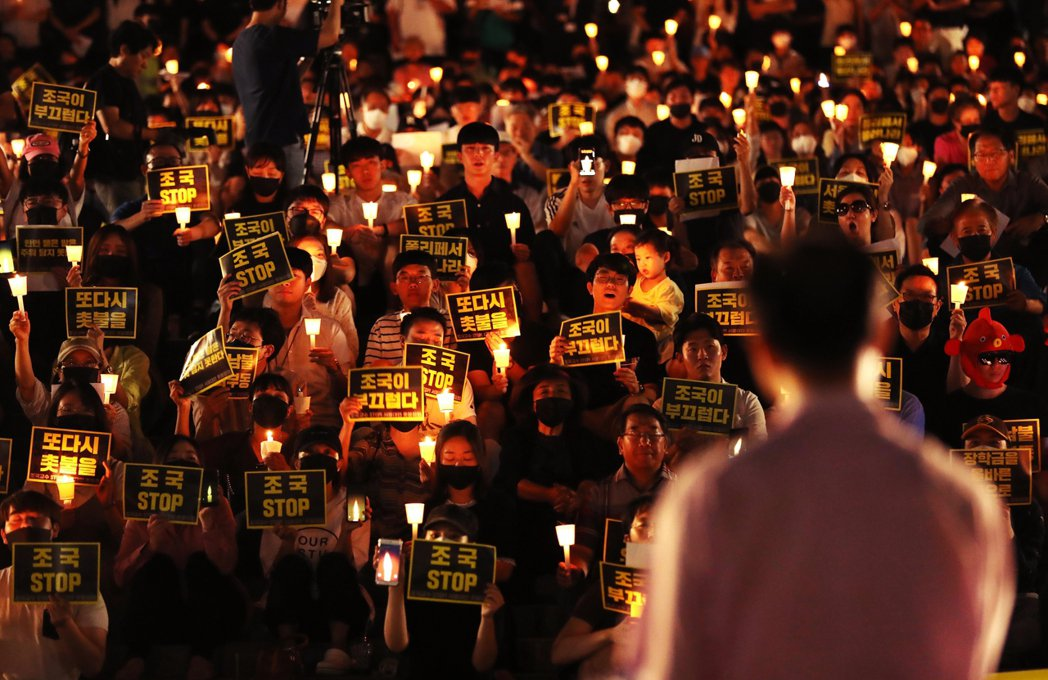 南韓輿論普遍認為,曹敏根本是靠父親光環,才扶搖直上;高喊公平正義的曹國,並未擺脫...
