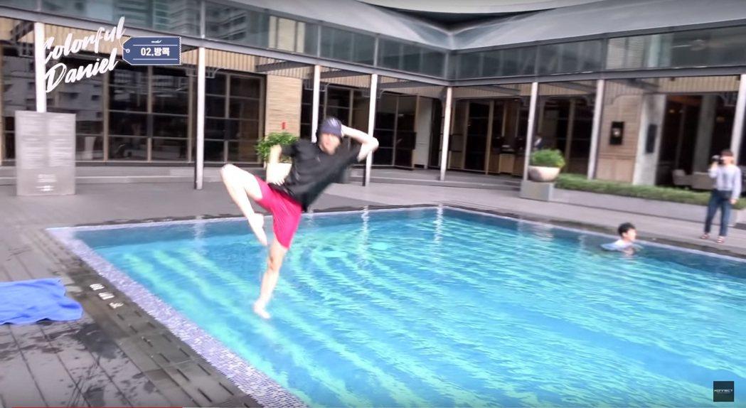 姜丹尼爾在泰國曼谷花式跳水。圖/擷自YouTube