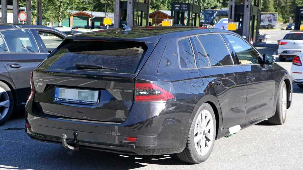 尾燈面積則是Octavia車系首次延伸至後葉子版。 摘自Motor1