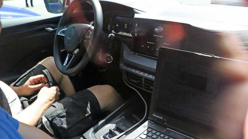 新Octavia中控配有大型液晶螢幕。 摘自Motor1