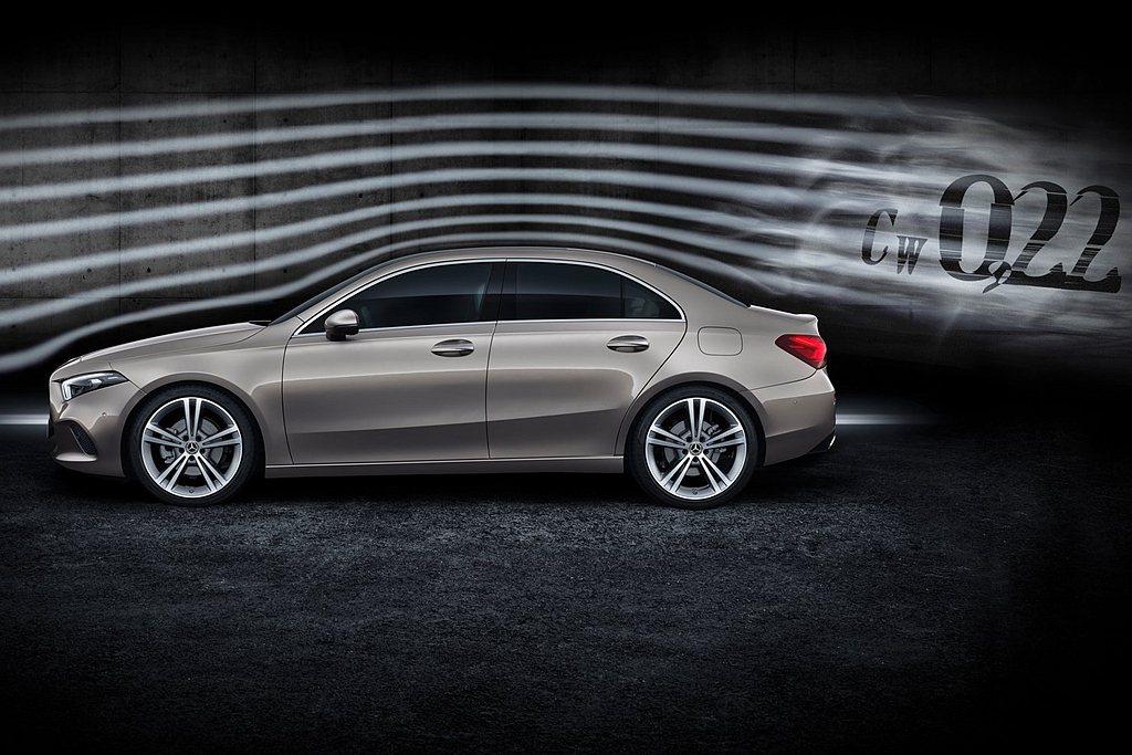 賓士新世代A-Class Sedan不僅創造0.22cd最低風阻係數,車身尺碼為...