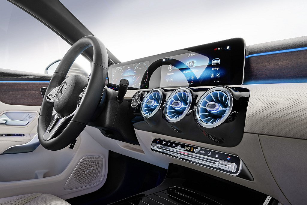 除Intelligent Drive智慧駕駛輔助系統之外,MBUX多媒體系統亦列...
