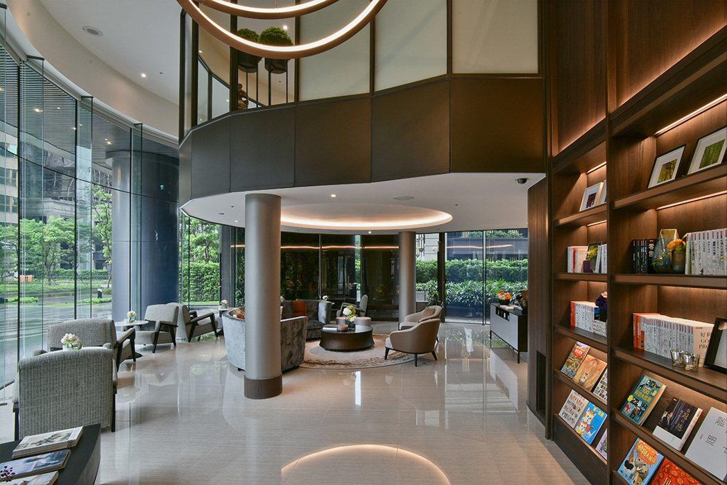「冠德蝴水映」除擁有建商品牌好、建築質感好、結構建材好外,休閒公設更是規劃精緻用...