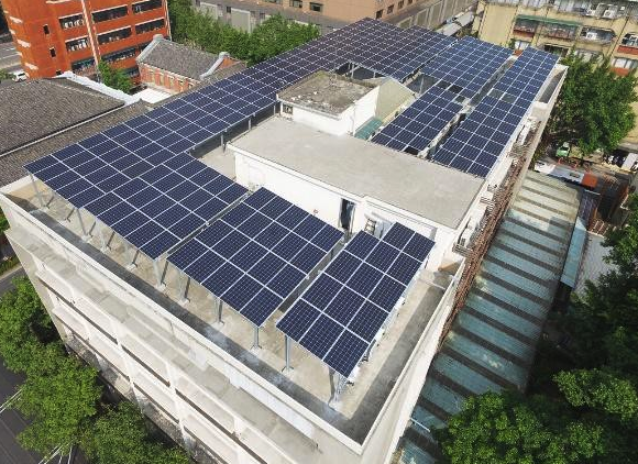屋頂型太陽光電 立法院鎮江會館屋頂型太陽光電系統 圖片出自:雲豹能源科技股份有限公司