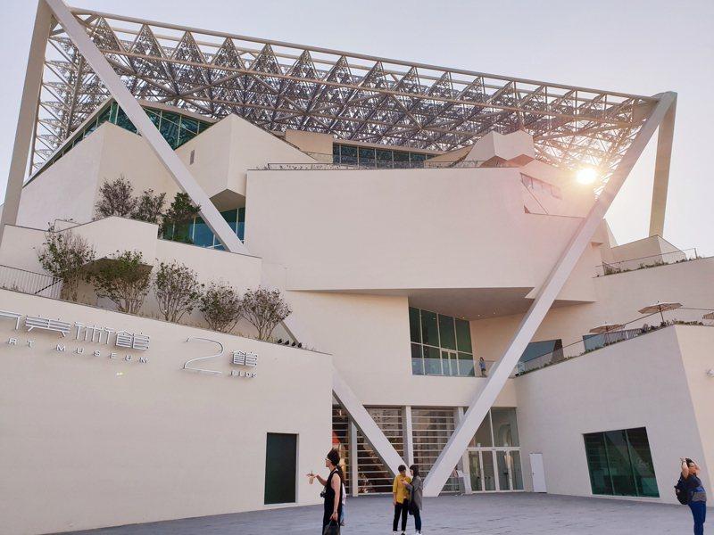 過去公共建築往往只有國際標才能採最有利標,藝文採購法草案擬讓更多建築設計也可採最有利標。圖為台南市立美術館。記者陳宛茜/攝影