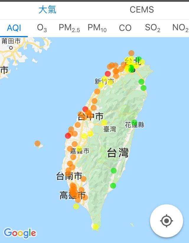 上午8時,新竹縣湖口、雲林縣台西、金門縣金門都已達紅色警示,有36個測站為橘色提醒。圖/取自環境即時通