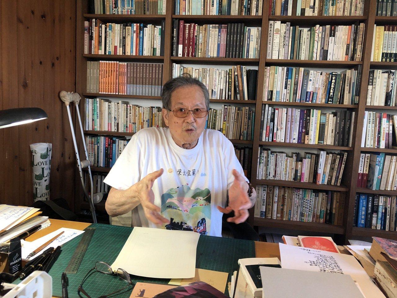 國寶級作家黃春明的書房在頂樓,非常熱,老人家因此常到樓下寫作。記者何定照/攝影