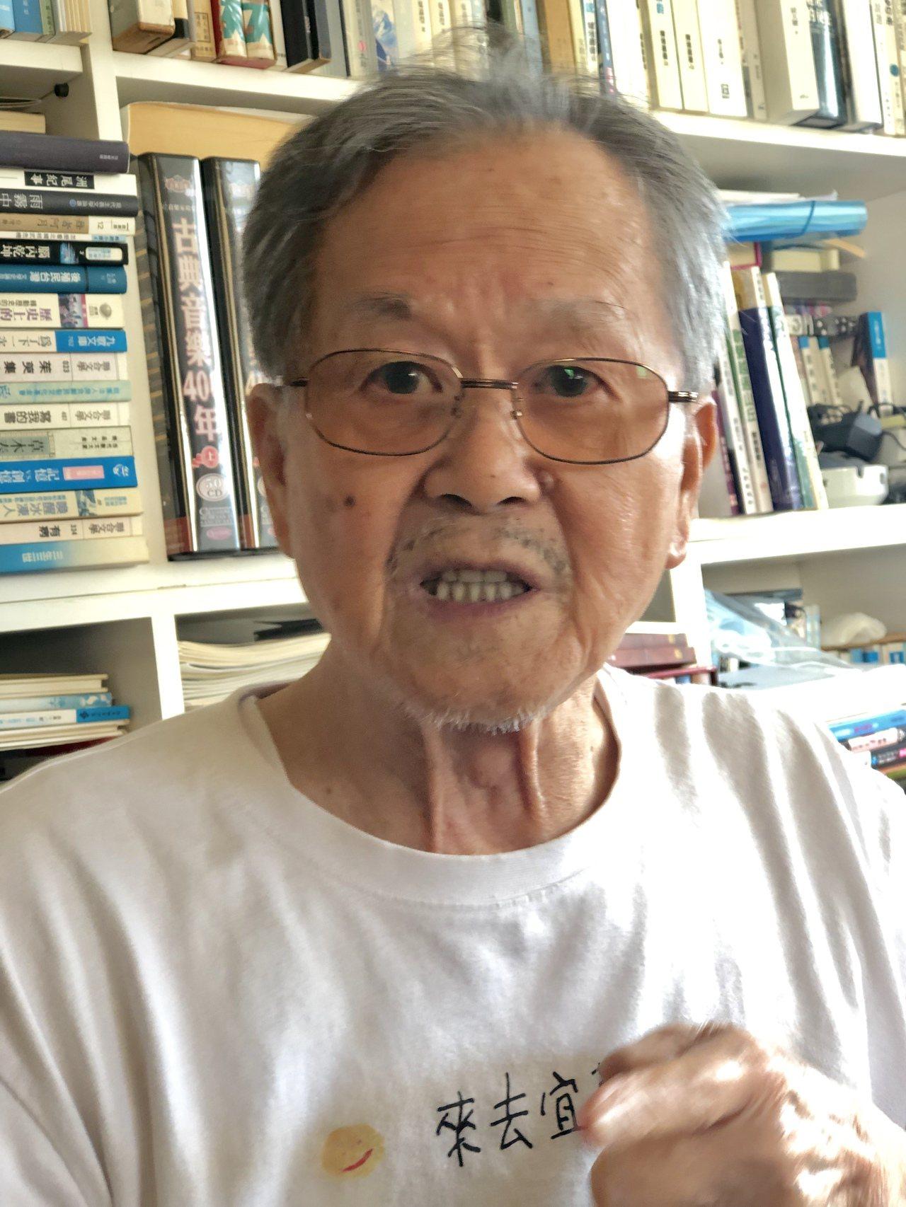 國寶級作家黃春明,在85歲高齡交出人生首部長篇小說「跟著寶貝兒走」。記者何定照/...