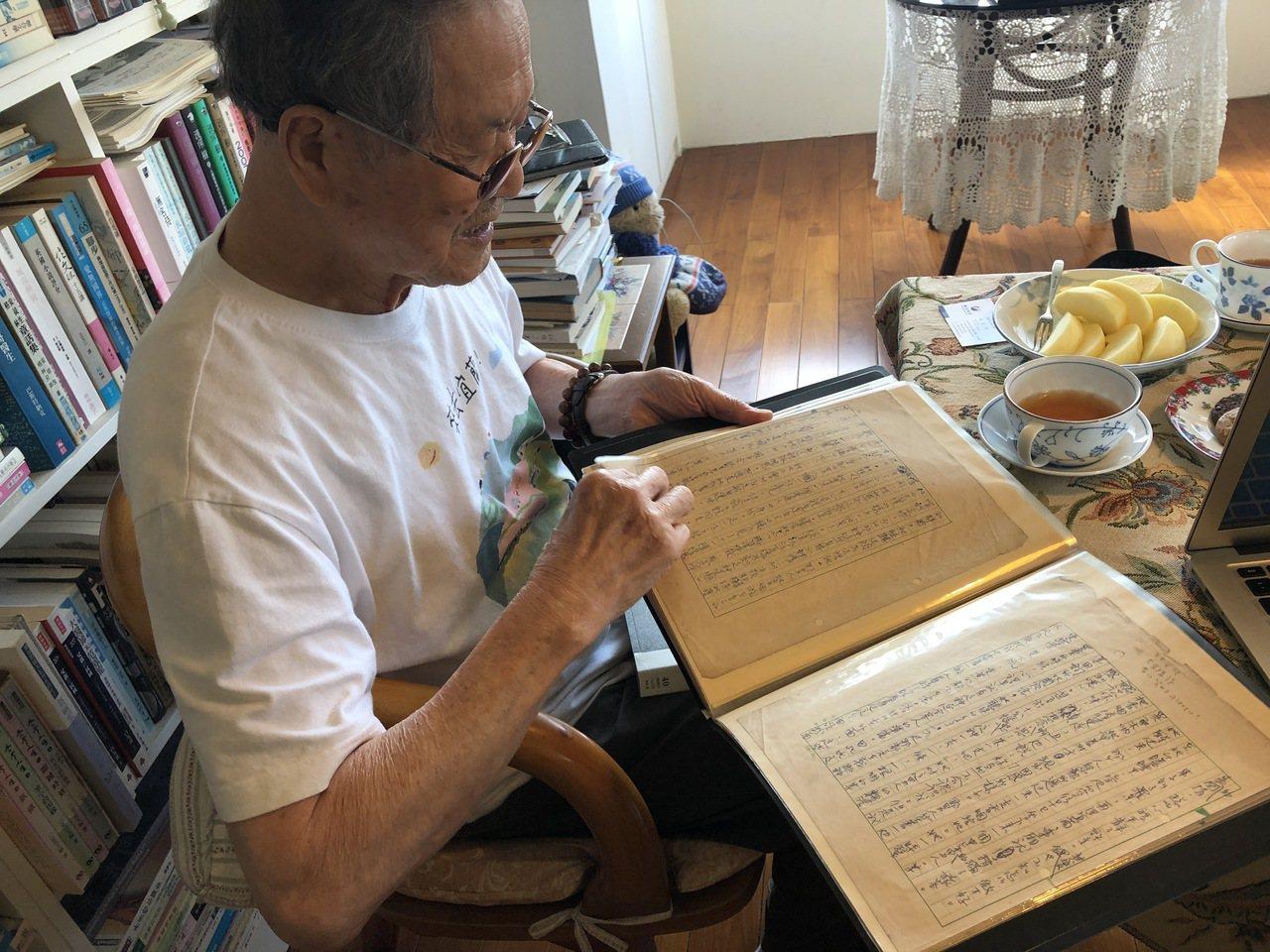 國寶級作家黃春明自豪以前用筆寫作時,因為腦中都有脈絡,不用怎麼改。記者何定照/攝...