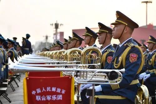 中共建政70周年大會活動,現場演奏共56首樂曲,逾1,300多人同時伴奏,一秒不...
