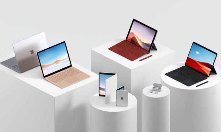 微軟於Surface全球發表會中,一次推出五款全新行動裝置以及一款真無線耳機。圖...
