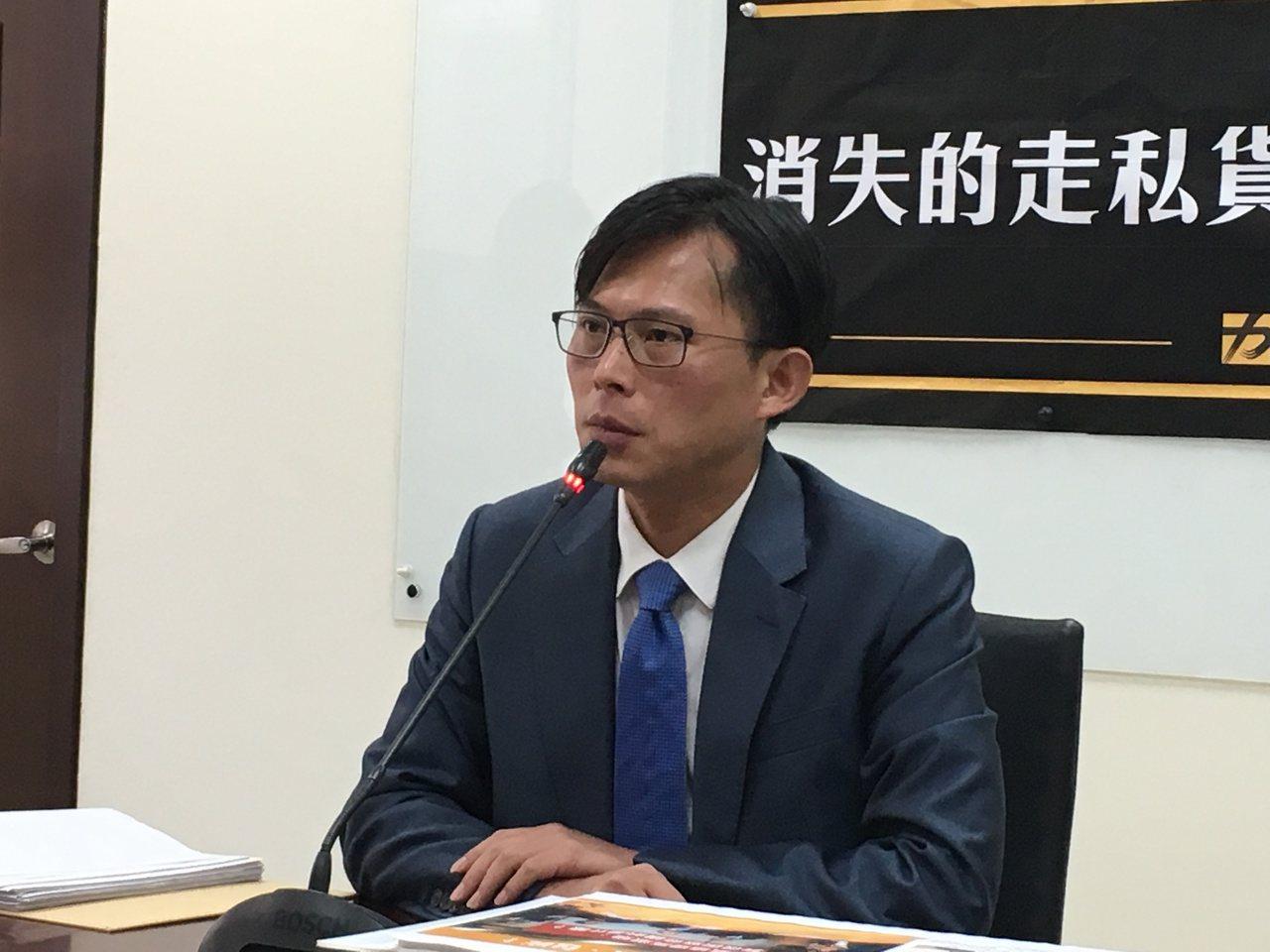 黃國昌公布合約書 痛批橋梁檢測團隊自己與自己簽約 | 聯合新聞網