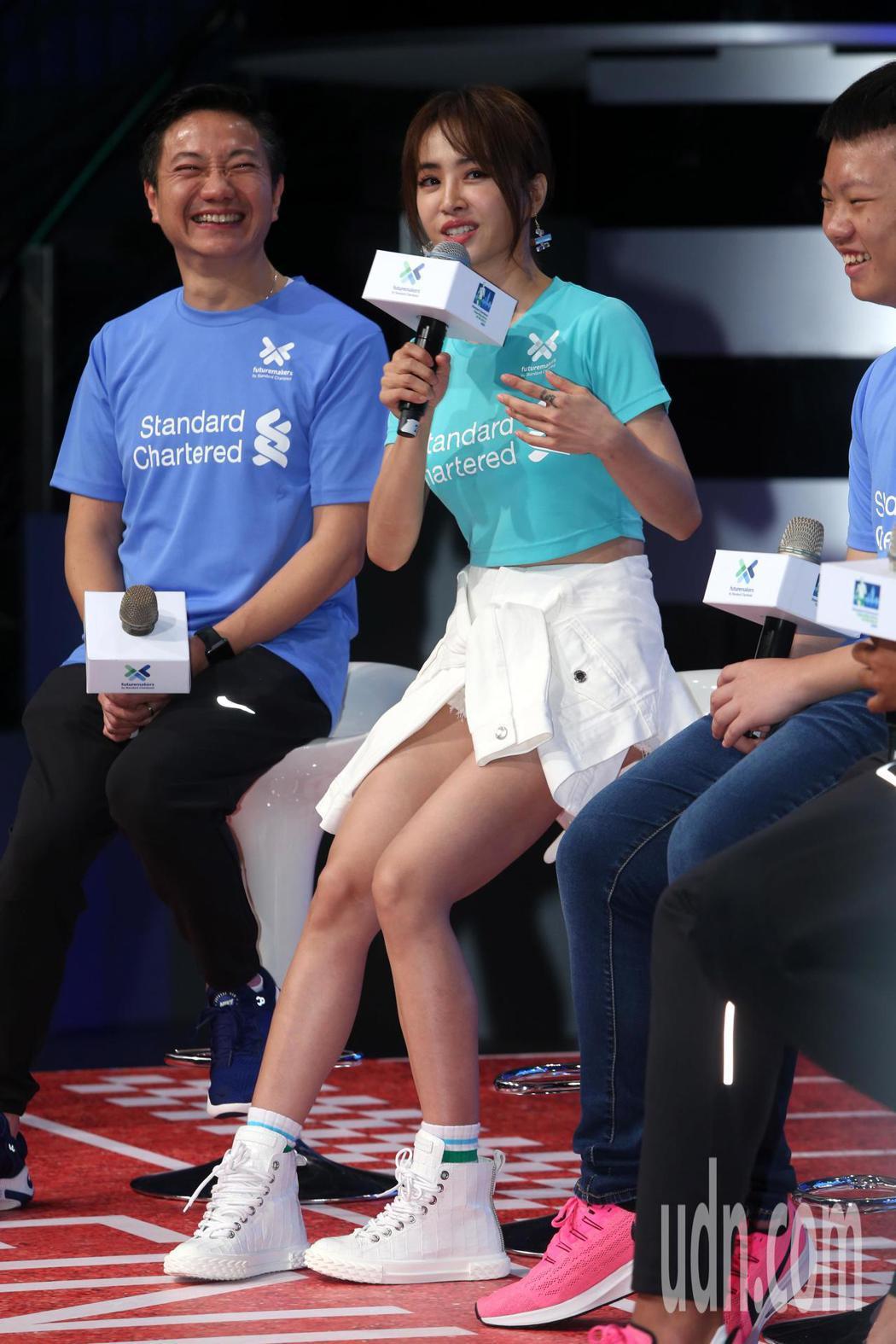 蔡依林今天出席2020渣打馬拉松記者會,一席性感的運動風穿著代言馬拉松活動。記者...