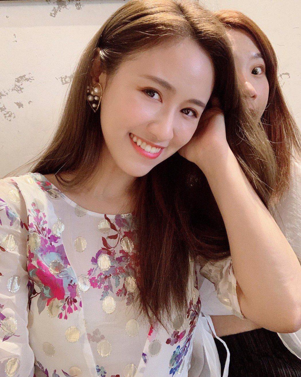 Lulu(右)和吳姍儒交情好,私下喜歡搞笑,遮臉搶鏡都沒關係。圖/吳姍儒臉書