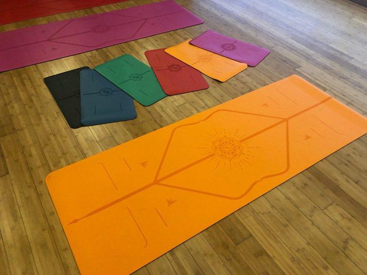 LIFORME快樂限定墊(亮麗橘),附專屬瑜珈袋,6,800元。記者孫曼/攝影