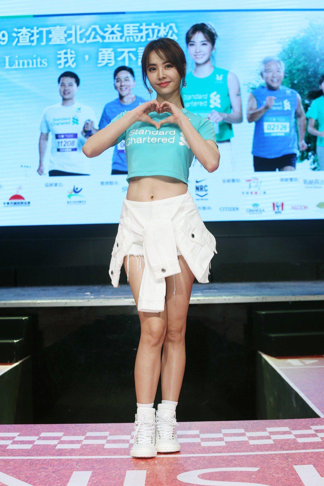 蔡依林3日出席2020渣打馬拉松記者會,一席性感的運動風穿著。記者邱德祥/攝影