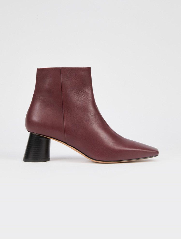 MAX&Co.2019秋冬新品胭脂紅踝靴,售價17,800元。圖/MAX&Co....