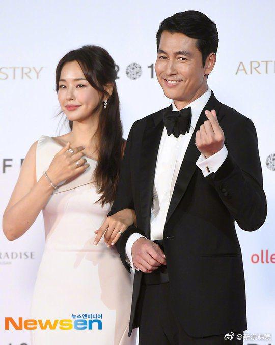 李哈妮與鄭雨盛擔任釜山影展開幕式主持人。圖/摘自微博