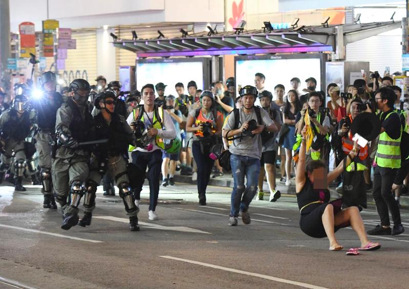 日前有港媒報導,香港政府打算以官方記者證,統一審視記者採訪資格。圖/取自星島網