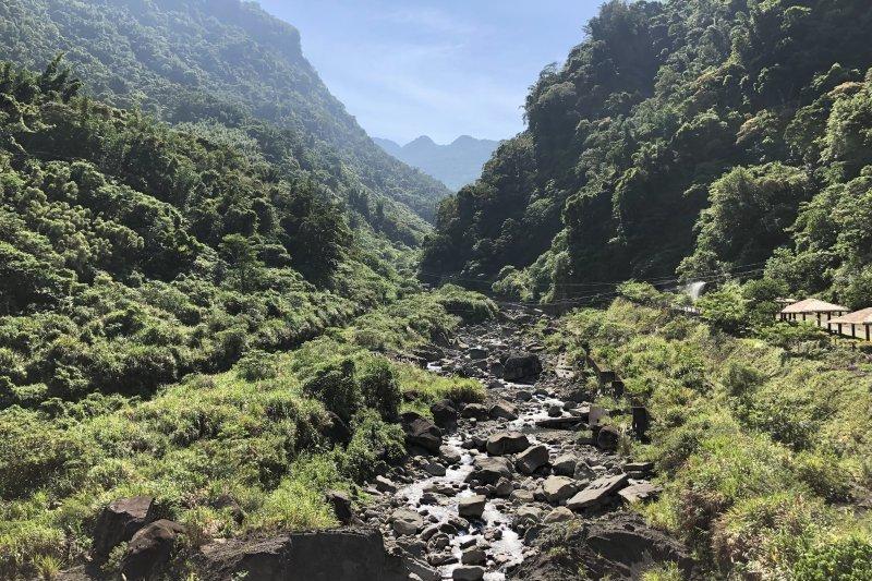 嘉義「達娜伊谷」景色優美!溪谷間悠游著鯝魚、還有壯觀的吊橋可眺望