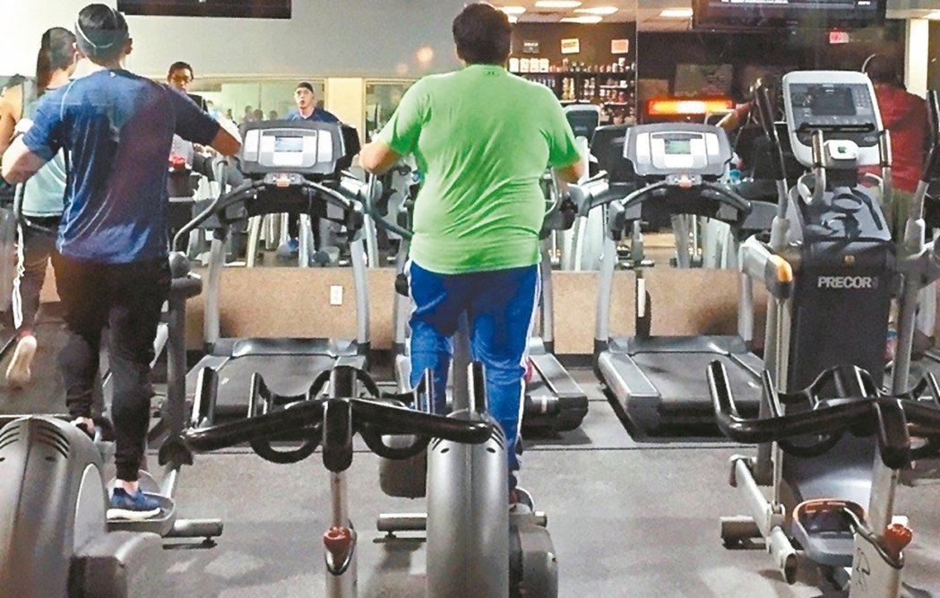 健身、運動太過激烈,可能因低血壓造成血液灌流不足、腦部缺氧。 圖/聯合報系資料照...