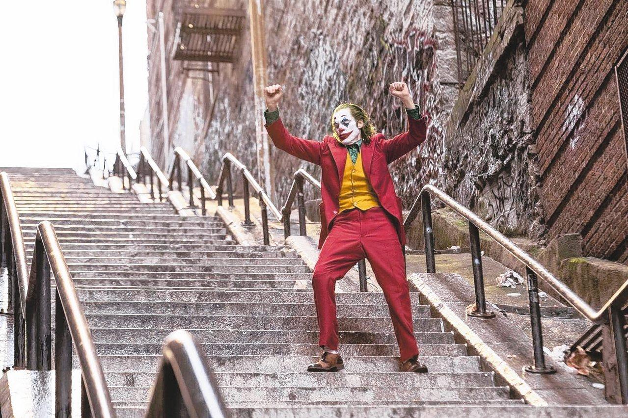 「小丑」劇照。 圖/華納兄弟提供