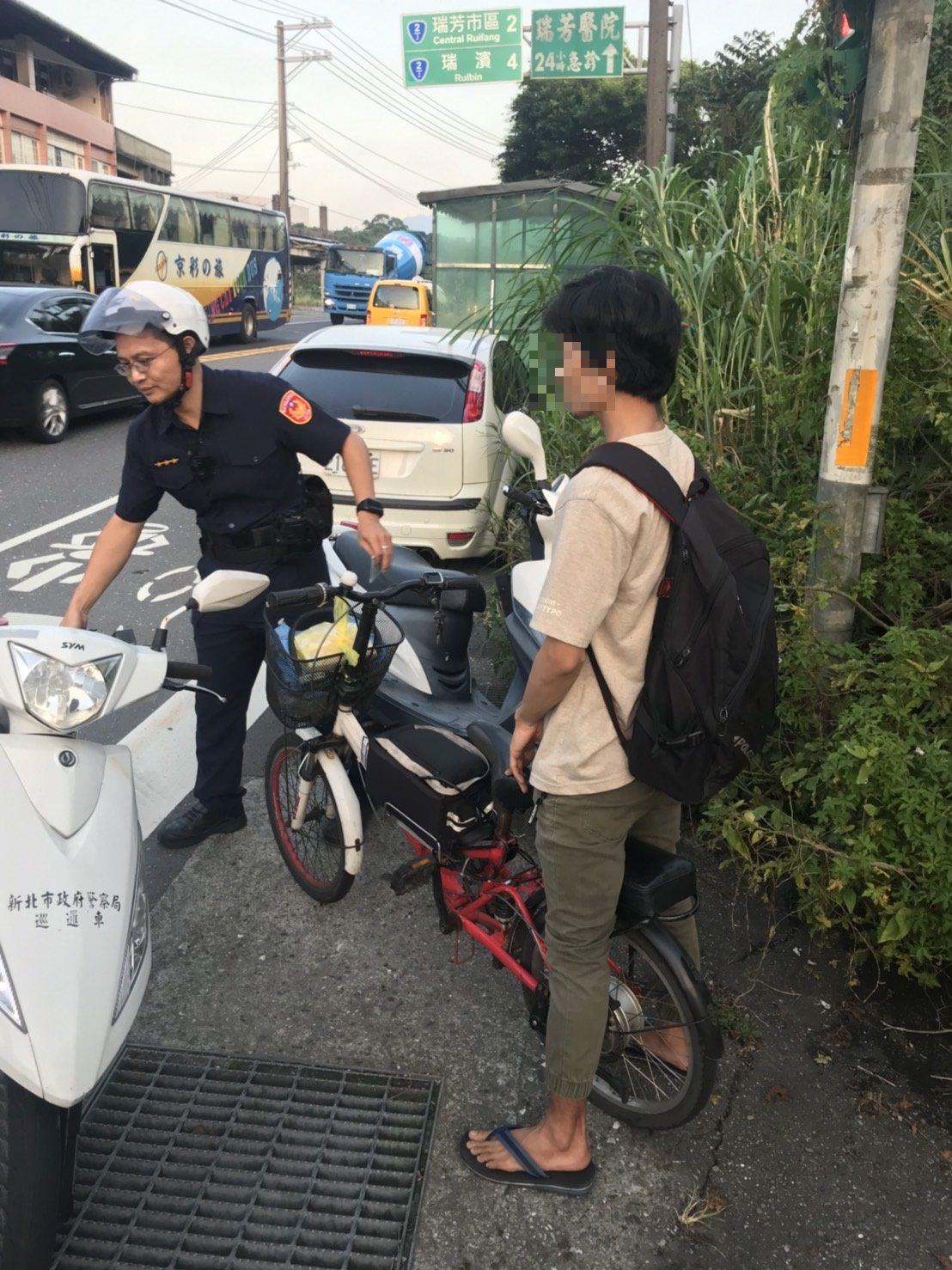 道路交通管理處罰條例修正條文本月上路,新北市警局已開出312件騎電動自行車未戴安...