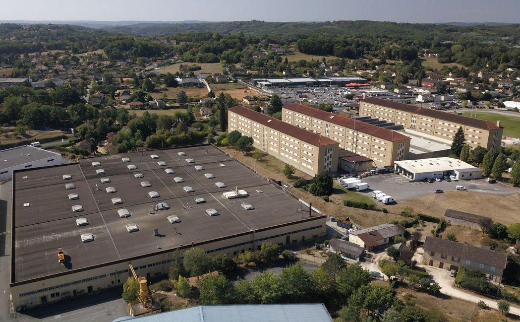 位於薩拉小鎮的法國菸草工廠空拍圖。 (法新社)