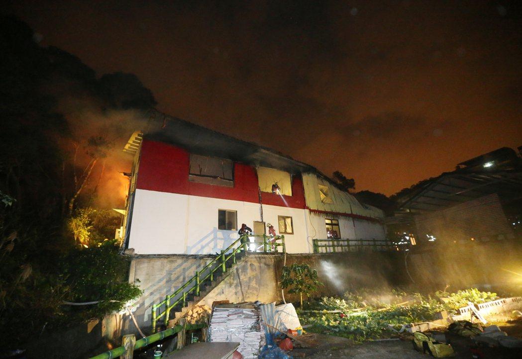 山區滅火是一大挑戰,若是民眾誤報火警甚至地點,將會使消防人員疲於奔命。 圖/聯合...