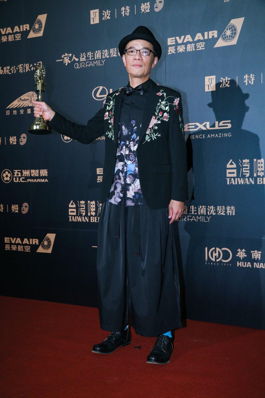 第54屆電視金鐘獎電視電影迷你劇集男主角獎由吳朋奉以公視人生劇展第一響槍獲得。記