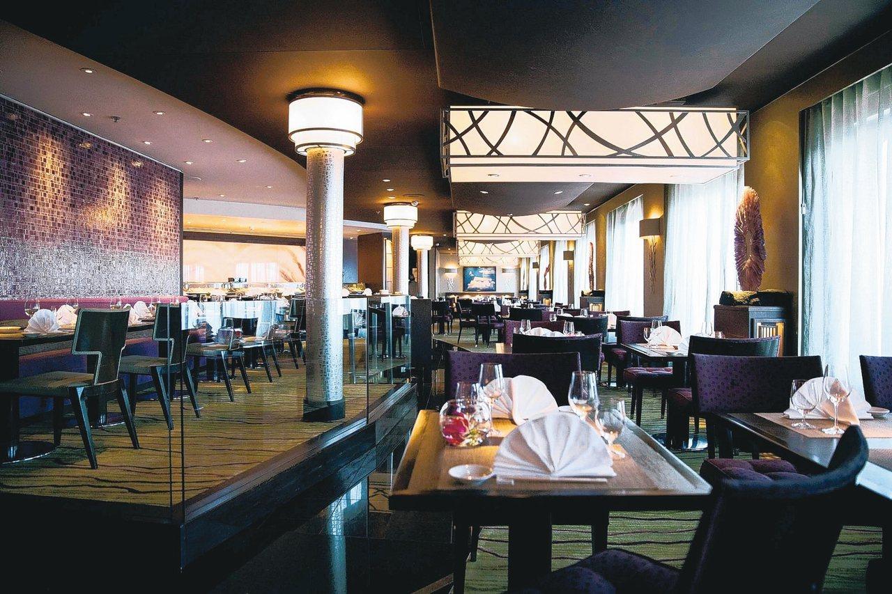 水晶郵輪水晶合韻號的Umi Uma日式餐廳。 圖/雲頂郵輪集團提供