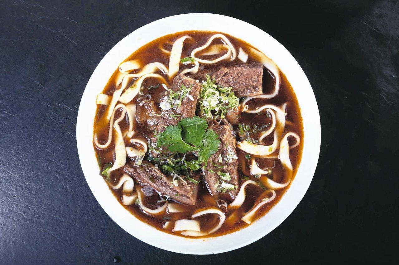 晶華酒店的紅燒牛肉麵,在「威尼斯號」也可品嘗。 圖/雄獅旅遊提供
