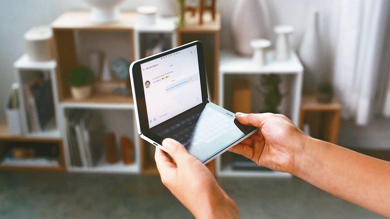 微軟預告明年將推雙螢幕智慧手機。 法新社