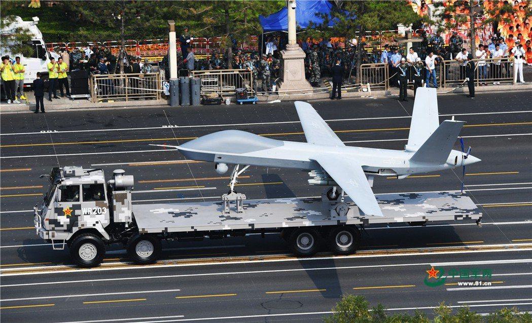 閱兵中展出的「攻擊-2型」無人機也具有飛彈發射能力,但由於速度慢與缺乏匿蹤能力,...