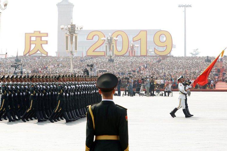 中共十一適逢建政70周年,解放軍進行大規模閱兵。 圖/路透社