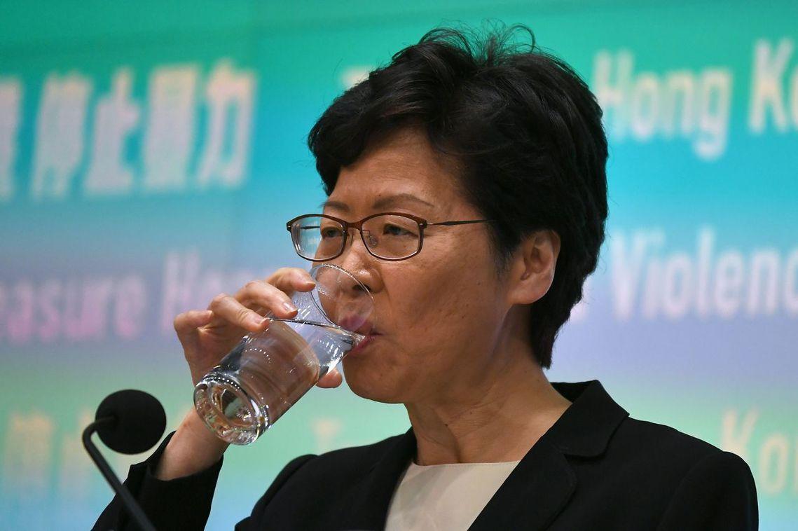 記者會中,林鄭特別強調了「學生」、「年輕人」參與「暴徒行動」的問題。 圖/法新社