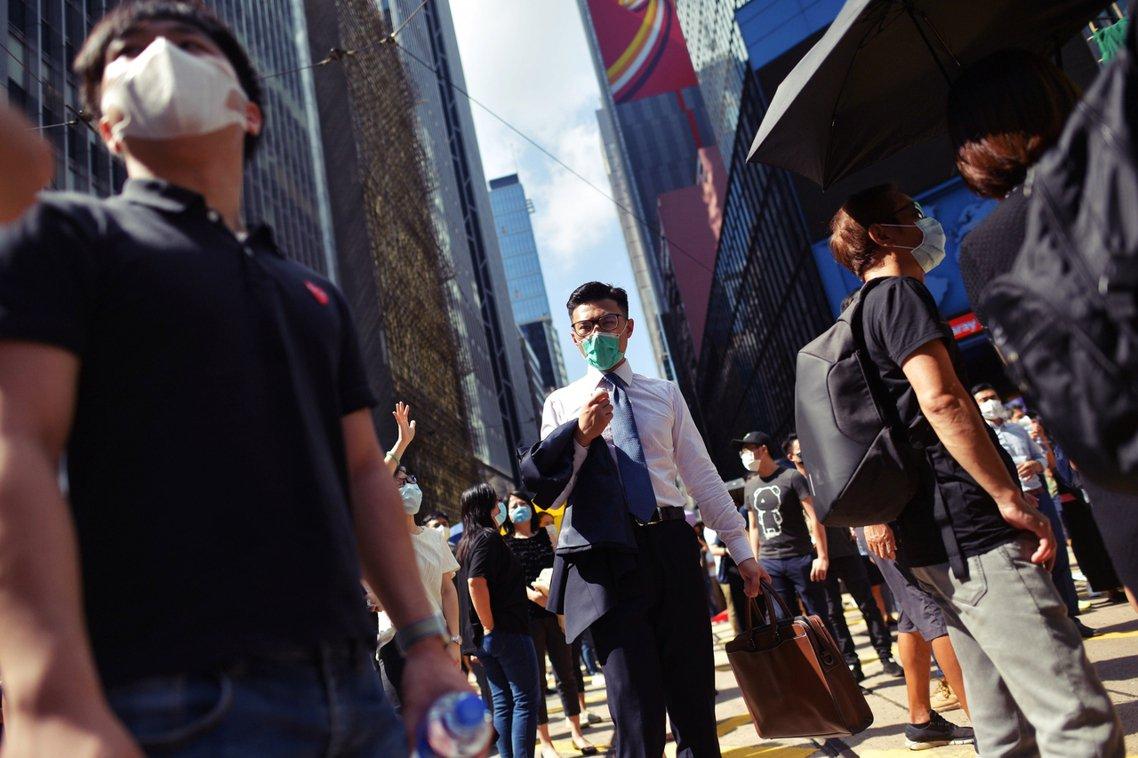 香港特區政府4日下午3點正式啟動《緊急法》,林鄭政府直接通過了《禁蒙面法》,將自...
