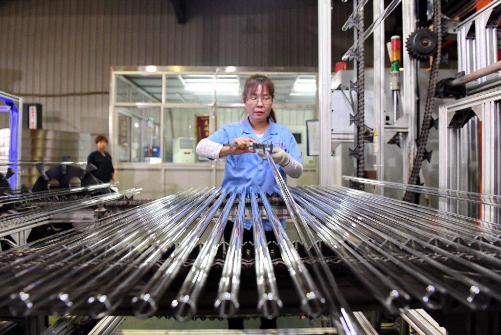 中國生產製造經營環境如果持續不振,在消極的世道下,企業收山甚至破產走人,反而成為解脫。 圖/新華社