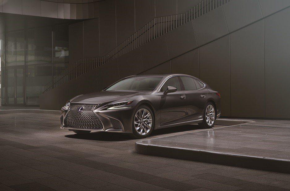 LEXUS提供RX與LS車款作為本屆金鐘獎的專屬禮車。 圖/和泰汽車提供