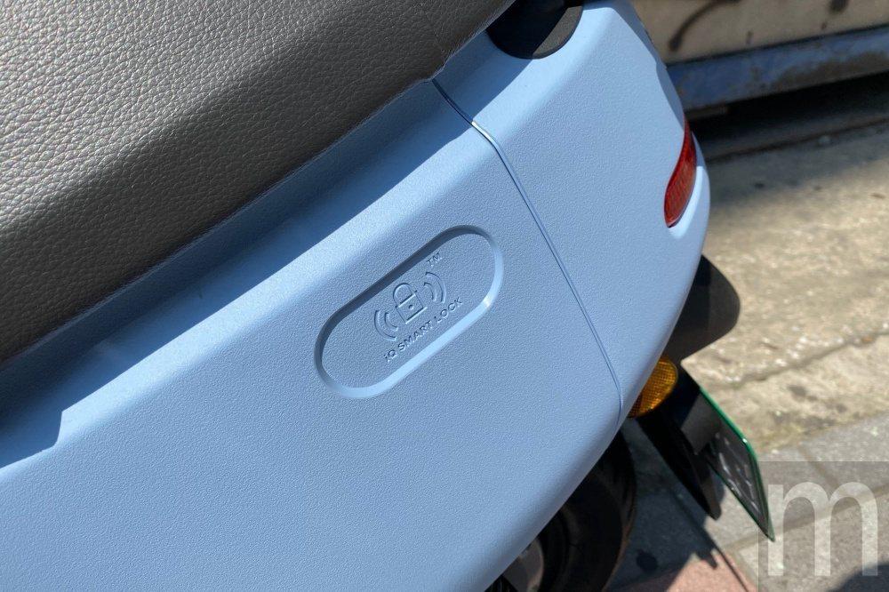 啟動卡片感應位置變成在車身後方側面,而車殼採用耐刮、原色輸出的PP材質設計