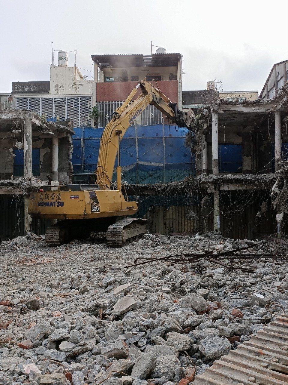 高雄市每年拆除違建經費只有329萬元,但高雄市工務局表示,如經費不足,可以適時申...