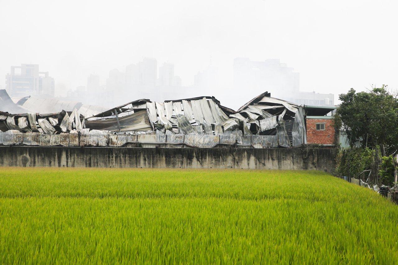 台中違章工廠大火,農地工廠就地合法的問題再度引起外界關注。記者黃仲裕/攝影
