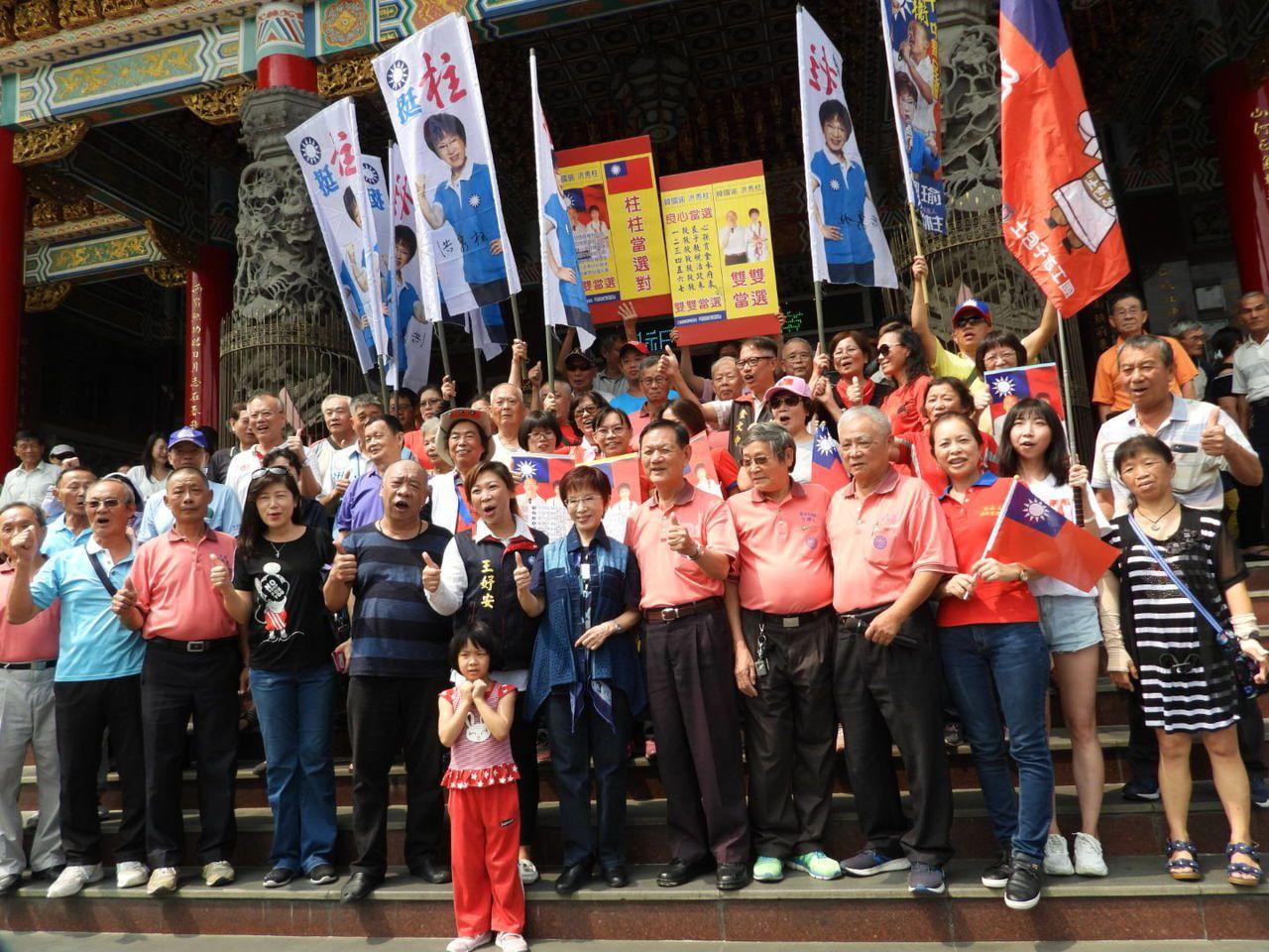 洪秀柱到台南關廟山西宮參拜,支持者簇擁歡迎。記者周宗禎/攝影
