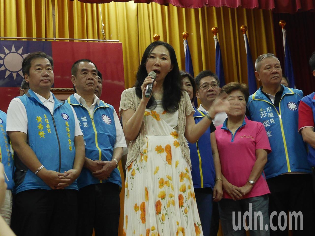 國民黨總統提名人韓國瑜的太太李佳芬,今天到基隆市黨部,參加「韓國瑜總統、宋瑋莉立...