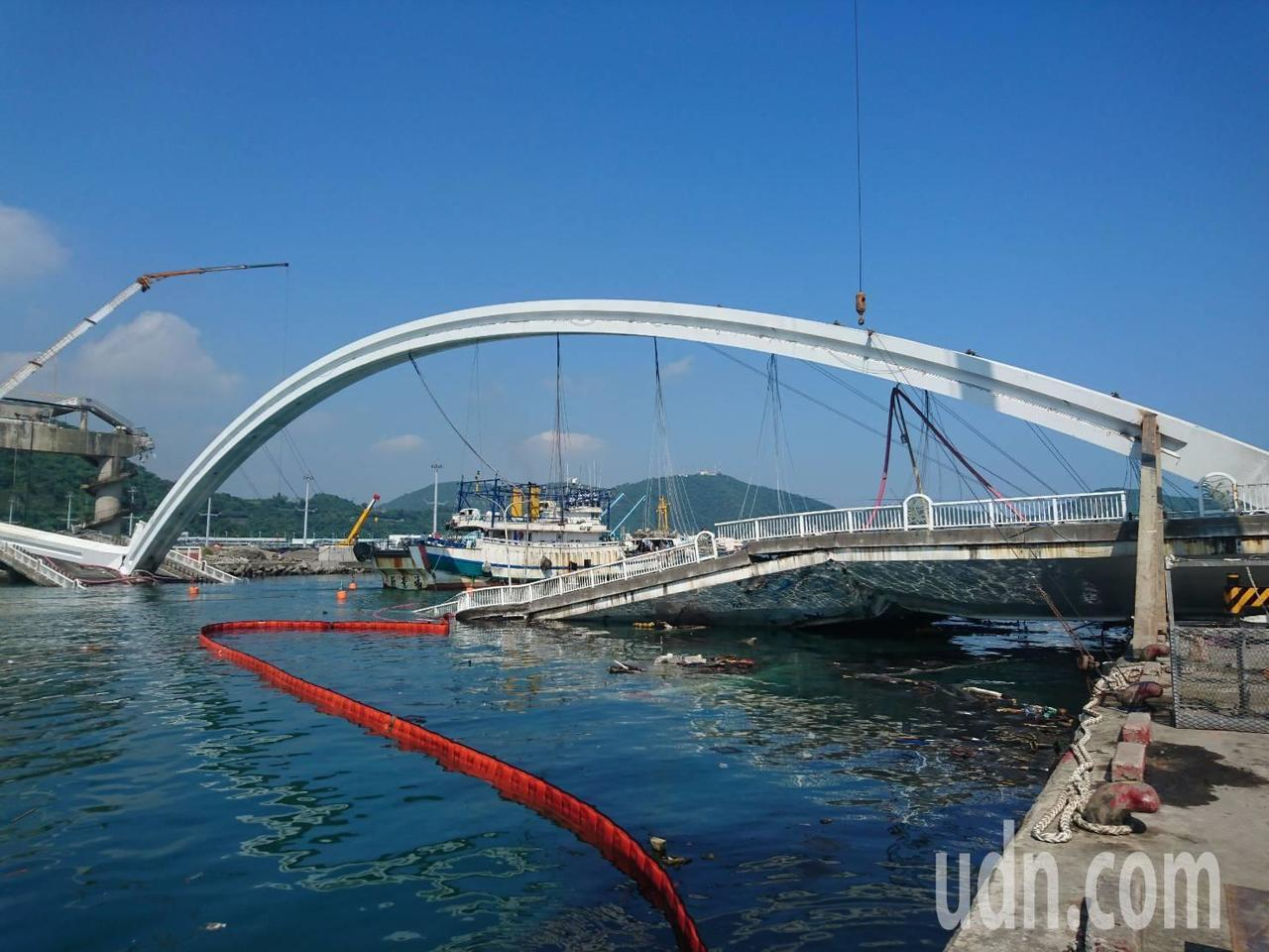 南方澳跨港大橋坍塌。圖/本報資料照片